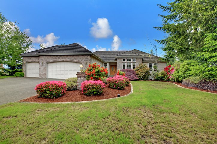 Enhance Your Home's Curb Appeal with the Right Roof